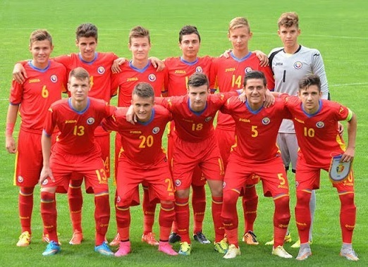 Romania-2015-Joma-away-kit-red-red-red-line-up.jpg