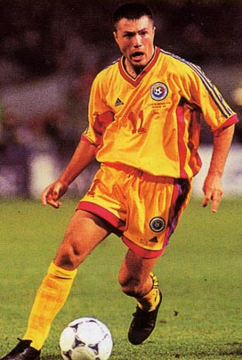 Romania-98-99-adidas-uniform-yellow-yellow-yellow2.JPG