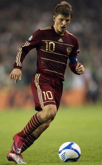 Russia-09-11-adidas-home-kit-dark red-dark red-dark red-2.jpg