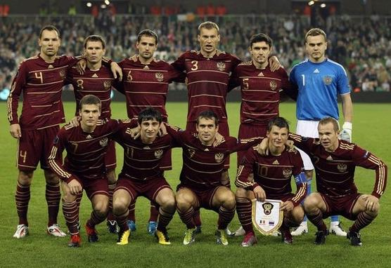Russia-09-11-adidas-home-kit-dark red-dark red-dark red-pose-2.jpg