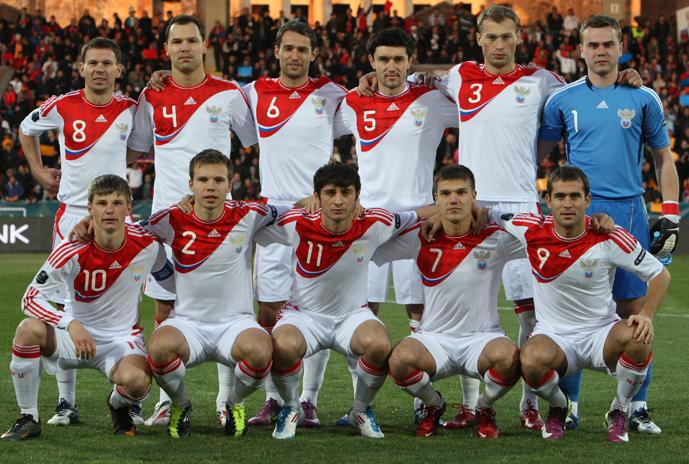 Russia-11-12-adidas-away-kit-white-white-white-line-up.JPG