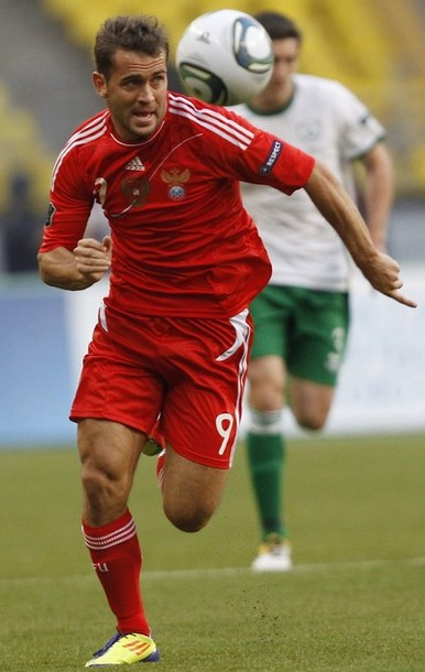 Russia-11-adidas-emblem-home-kit-red-red-red-3.JPG