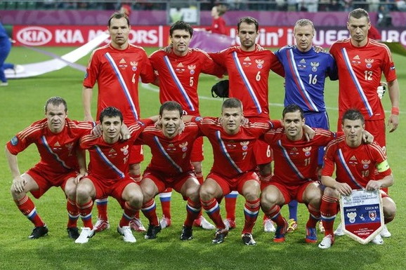 Russia-12-13-adidas-home-kit-flag-print-red-red-red-line-up.jpg