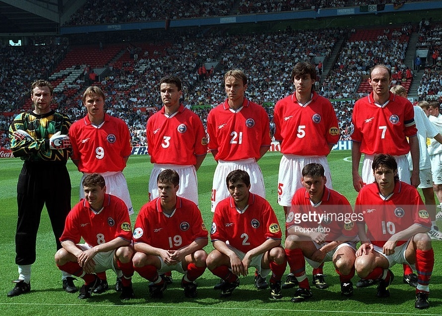 Russia-1996-Reebok-EURO-away-kit-red-white-red-line-up.jpg