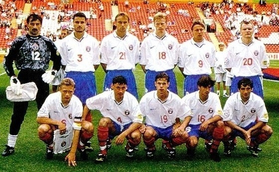 Russia-1996-Reebok-EURO-home-kit-white-blue-red-line-up.jpg