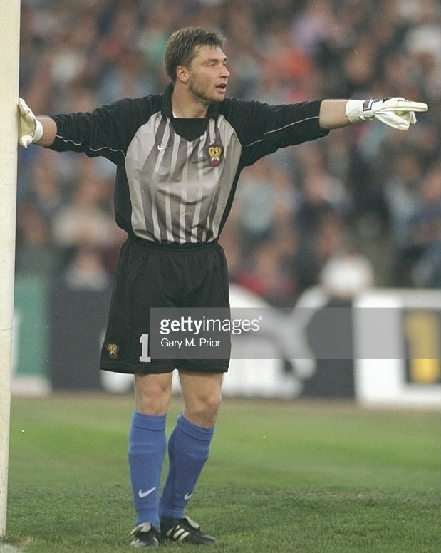 Russia-1997-NIKE-GK-kit-gray-black-blue.jpg
