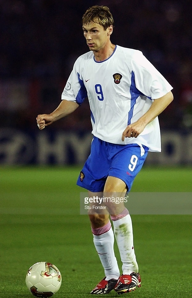 Russia-2002-NIKE-world-cup-home-kit-white-blue-white.jpg
