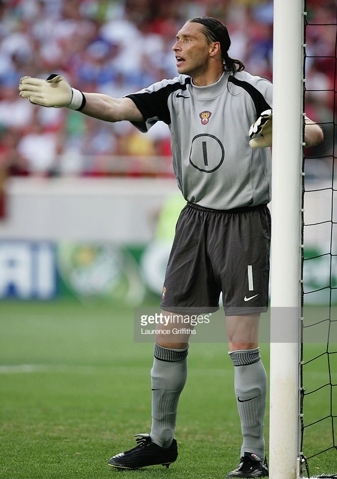 Russia-2004-NIKE-GK-kit-gray-black-gray.jpg