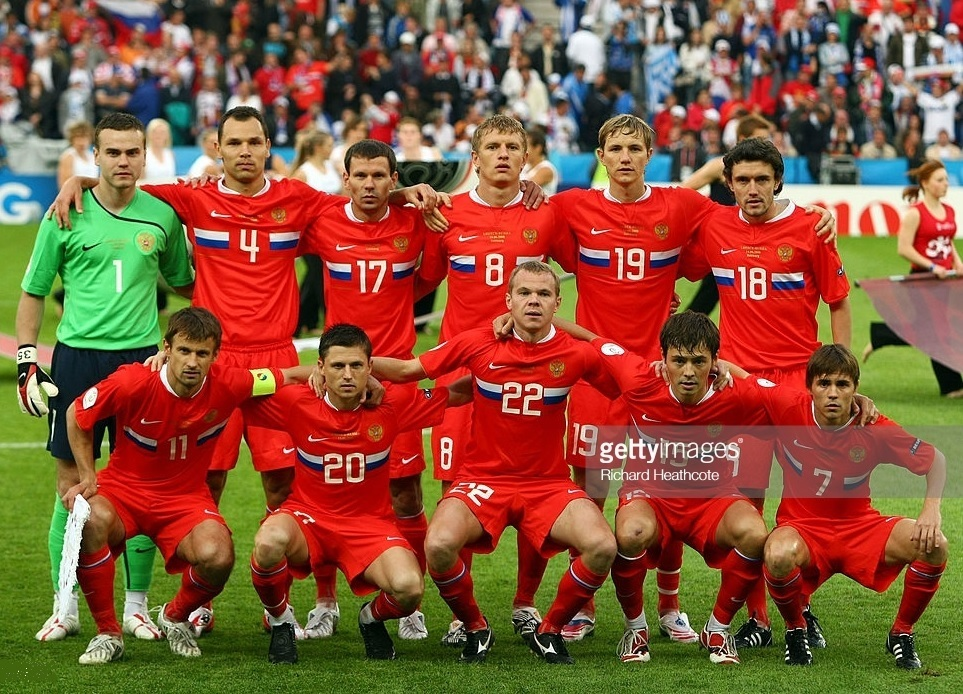 Russia-2008-NIKE-EURO-home-kit-red-red-red-line-up.jpg
