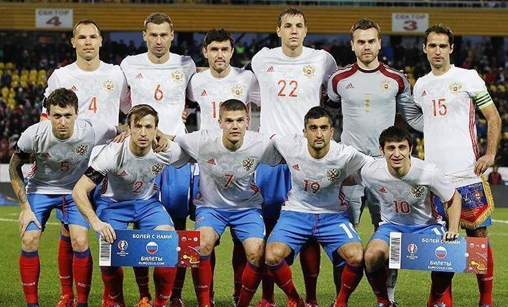 Russia-2016-adidas-away-kit-white-blue-red-line-up.JPG