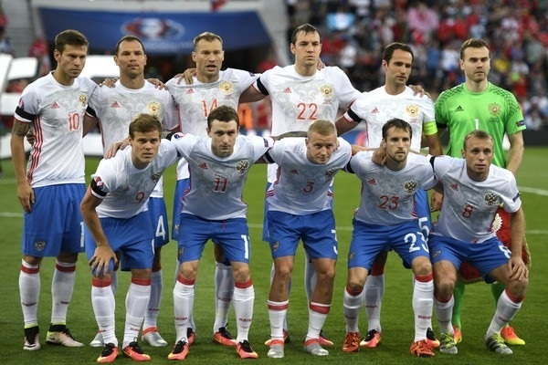 Russia-2016-adidas-euro-away-kit-white-blue-white-line-up.jpg