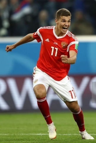 Russia-2018-adidas-world-cup-home-kit-red-white-red-Roman-Zobnin.jpg