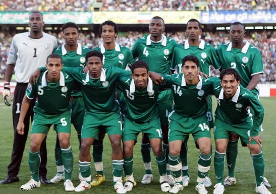 Saudi-Arabia-08-09-PUMA-away-kit-green-green-green-line-up.jpg