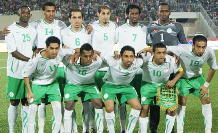 Saudi-Arabia-10-11-PUMA-home-kit-white-green-white-line-up.jpg