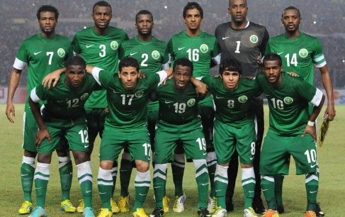 Saudi-Arabia-13-14-NIKE-away-kit-green-green-green-line-up.jpg