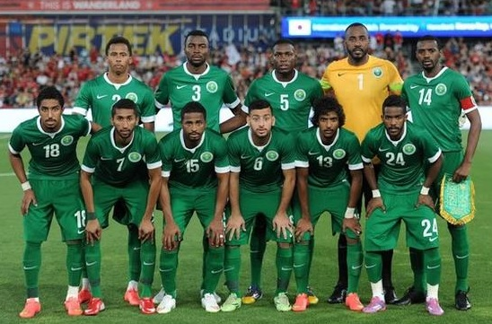 Saudi-Arabia-14-15-NIKE-away-kit-green-green-green-line-up.jpg