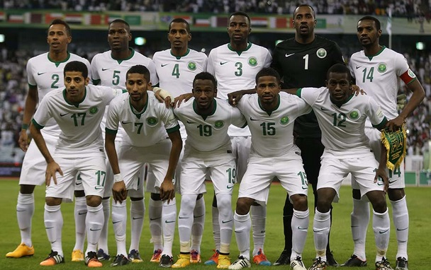 Saudi-Arabia-14-15-NIKE-home-kit-white-white-white-line-up.jpg