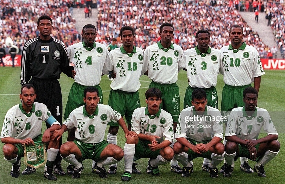 Saudi-Arabia-1998-Shamel-world-cup-home-kit-white-green-white-line-up.jpg