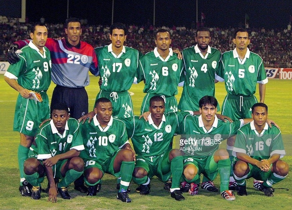 Saudi-Arabia-2000-01-Shamel-away-kit-green-green-green-line-up.jpg