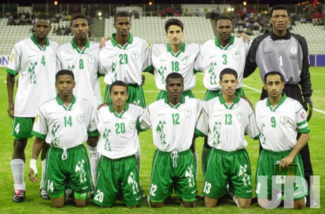 Saudi-Arabia-2000-Shamel-asian-cup-home-kit-white-green-white-line-up.jpg