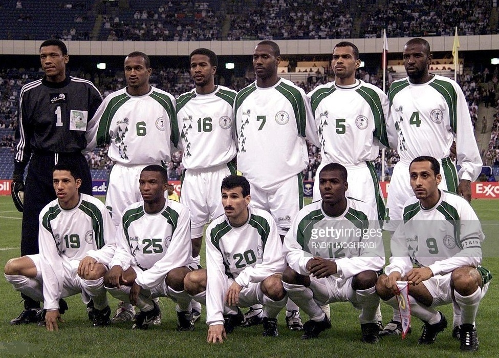 Saudi-Arabia-2002-Shamel-gulf-cup-home-kit-white-white-white-line-up.jpg