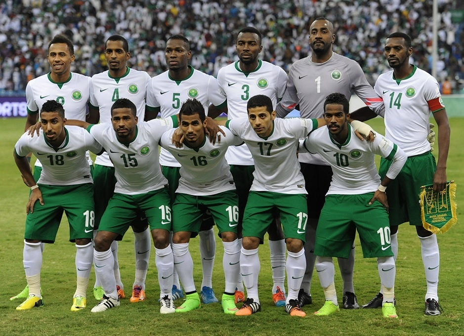 Saudi-Arabia-2014-15-NIKE-home-kit-white-green-white-line-up.jpg