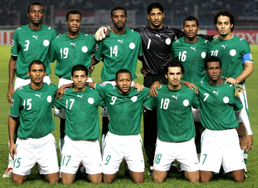 Saudi Arabia-06-07-PUMA-uniform-green-white-green-group.JPG