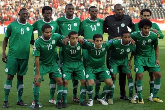 Saudi Arabia-11-12-NIKE-away-kit-green-green-green-line up.JPG