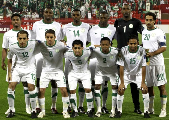 Saudi Arabia-11-12-NIKE-kit-white-white-white-line up.JPG