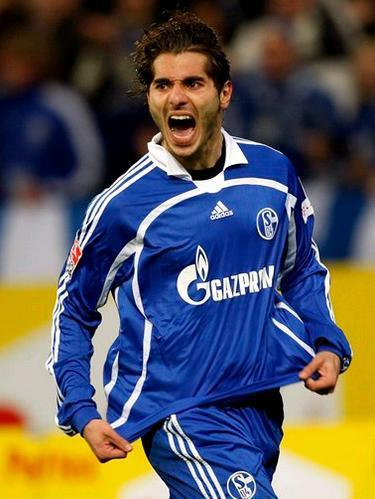 Schalke-07-08-adidas-home-kit-Halil-Altintop.JPG