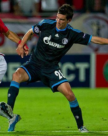Schalke-10-11-adidas-second-kit-Christoph-Moritz.JPG