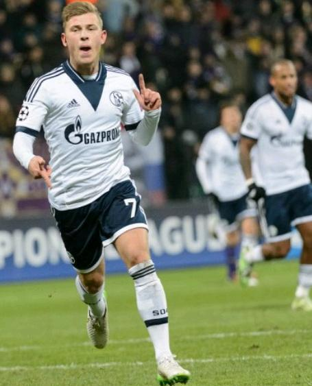 Schalke-14-15-adidas-second-kit-Max-Meyer.JPG