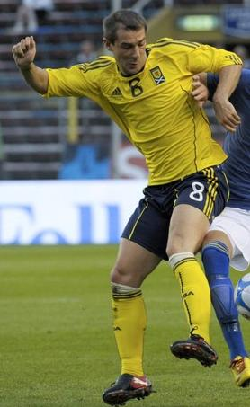 Scotland-10-11-adidas-away-kit-yellow-navy-yellow.JPG