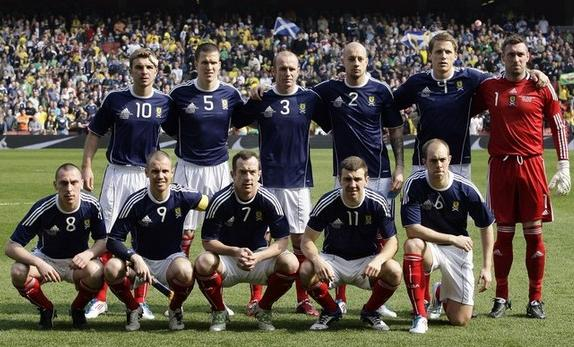 Scotland-10-11-adidas-home-kit-navy-white-red-line-up.JPG