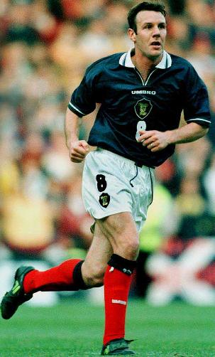Scotland-98-99-UMBRO-uniform-navy-white-red.JPG