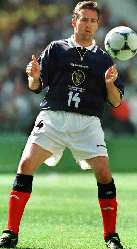 Scotland-98-99-UMBRO-uniform-navy-white-red2.JPG