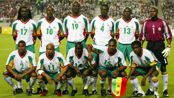 Senegal-02-03-Le coq-home-kit-white-green-white-pose.jpg