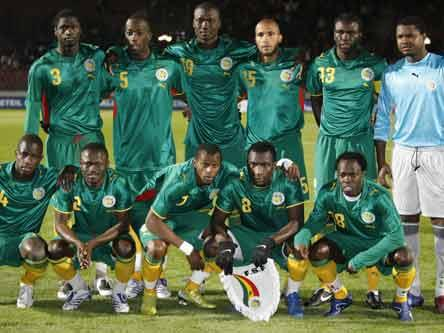 Senegal-08-09-PUMA-away-kit-green-green-yellow-line-up.JPG