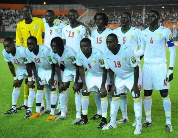 Senegal-08-09-PUMA-uniform-white-white-white-group.JPG