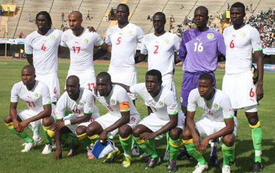 Senegal-10-11-PUMA-home-kit-white-white-green-line-up.JPG