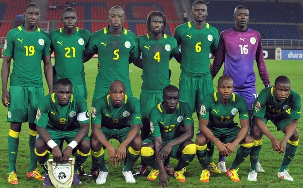 Senegal-12-PUMA-away-kit-green-green-green-line-up.jpg