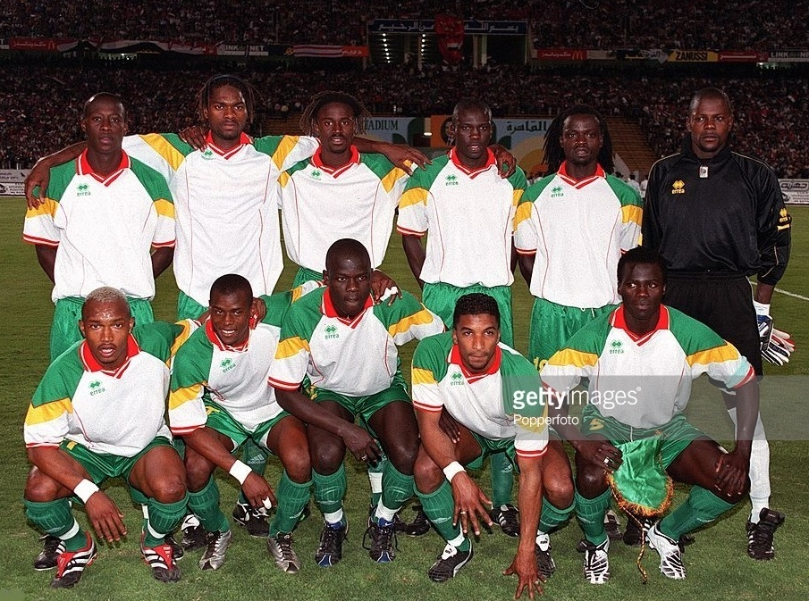 Senegal-2001-errea-home-kit-white-green-green-line-up.jpg
