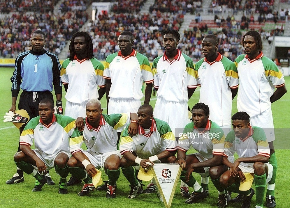 Senegal-2001-errea-home-kit-white-white-green-line-up.jpg