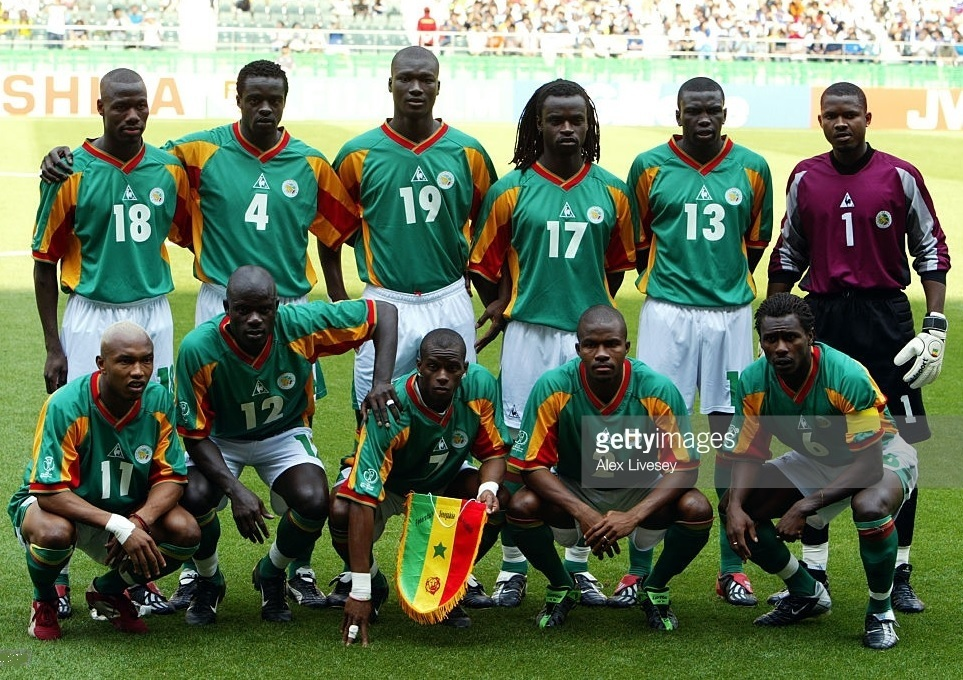 Senegal-2002-Le-coq-world-cup-away-kit-green-white-green-line-up.jpg