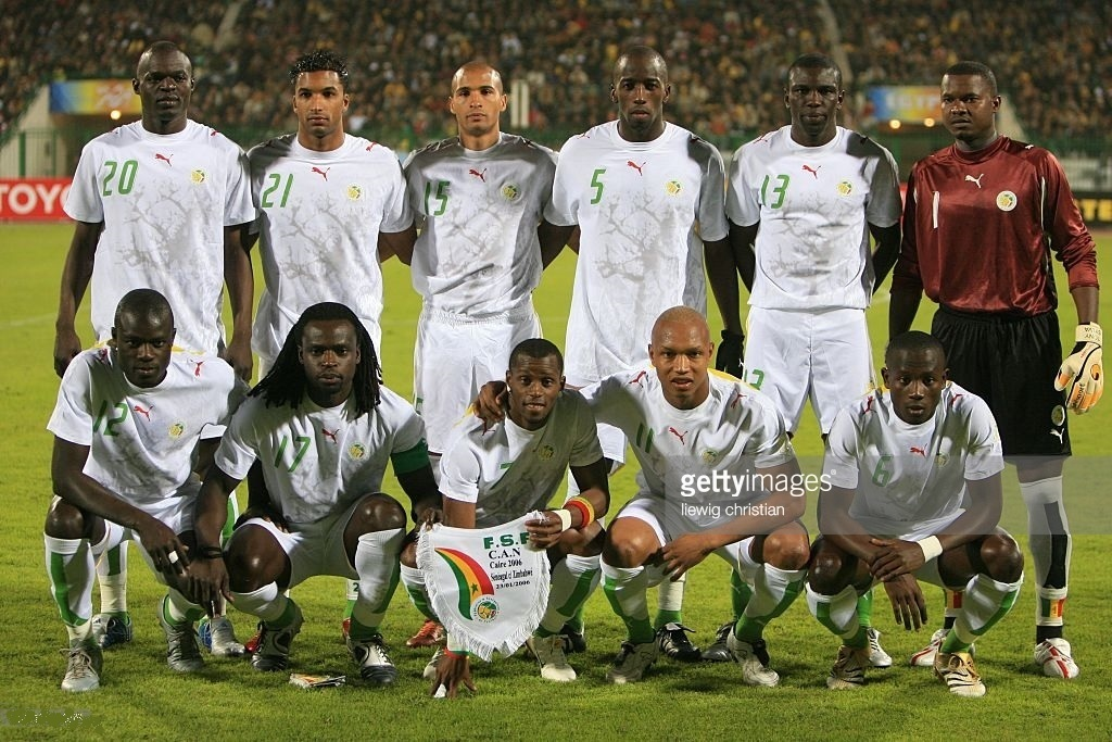 Senegal-2006-PUMA-home-kit-white-white-white-line-up.jpg