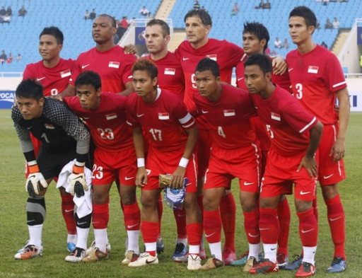 Singapore-10-11-NIKE-home-kit-red-red-red-line-up.jpg