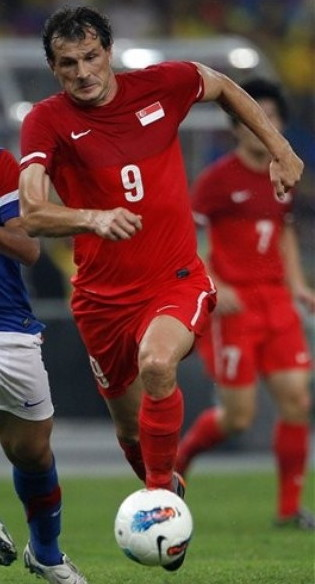 Singapore-10-11-NIKE-home-kit-red-red-red.jpg