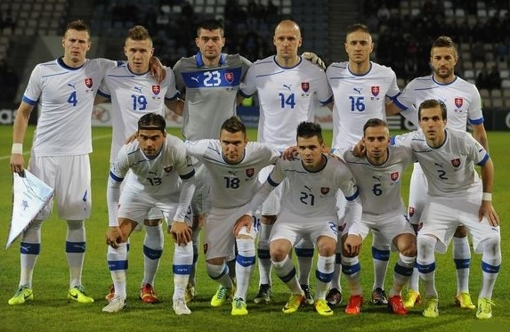 Slovakia-12-13-PUMA-away-kit-white-white-white-line-up.jpg