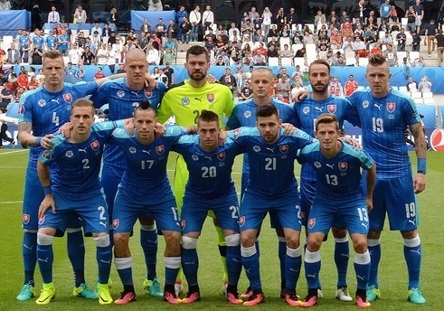 Slovakia-2016-PUMA-EURO-away-kit-blue-blue-blue-line-up.jpg