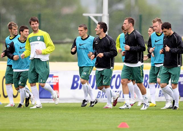 Slovenia-10-NIKE-training-yellow.JPG